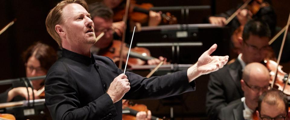 image of MSO conductor Ben Northey conducting the Melbourne Symphony Orchestra